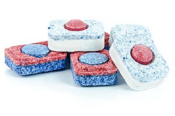 Utilizzare un detersivo per la lavastoviglie in pastiglie