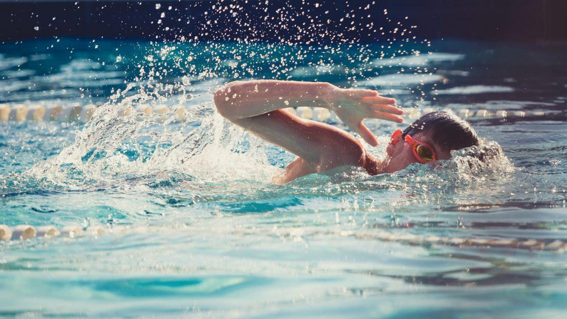Corsi di nuoto per bambini: benefici ed età