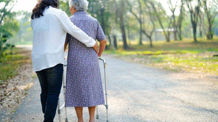 Assistenza anziani, ecco come orientarsi in fase di scelta